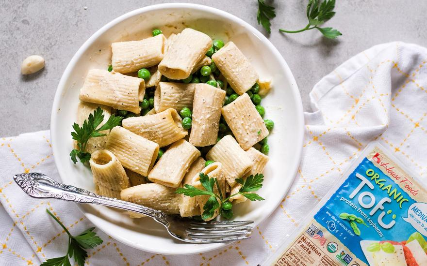 Rigatoni Pasta with Peas and Creamy Tofu Sauce